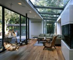 haus wohnraum wintergarten verglaung holzboden hängekorbsessel When trying to choose the right plant Extension Veranda, House Extension Design, Extension Ideas, Interior Design Living Room, Living Room Designs, Living Rooms, Living Area, Living Spaces, Glass Roof