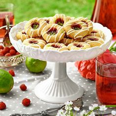 Hallongrottor med lime Swedish Cookies, Swedish Dishes, Good Enough To Eat, Fika, No Bake Desserts, Pasta Salad, Cake Recipes, Raspberry, Spices