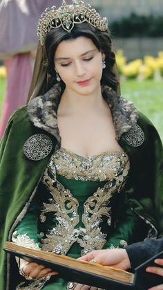 Medieval Gown - The Magnificent Century Kösem - Kösem Sultan Medieval Fashion, Medieval Clothing, Gypsy Clothing, Costume Original, Mode Costume, Fantasy Gowns, Medieval Gown, Turkish Beauty, Turkish Fashion