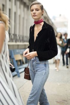 Saddle bag + perfect neckerchief = 70s vibes. Favorite new street style looks just in on http://Editorialist.com