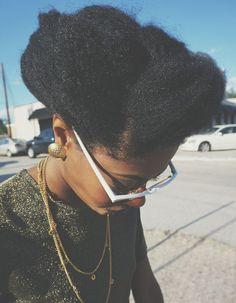 Modèle de coiffure pour cheveux crépus
