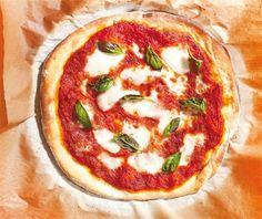 Πίτσα µε µοτσαρέλα Mozzarella, Vegetable Pizza, Favorite Recipes, Vegetables, Food, Clothes, Gastronomia, Outfits, Clothing