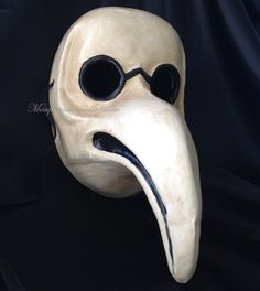 He encontrado este interesante anuncio de Etsy en https://www.etsy.com/es/listing/204772576/plague-doctors-mask-long-nose-venetian