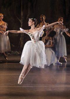 Los Angeles Ballet principal dancer Alyssa Bross in La Sylphide. #Ballet_beautie #sur_les_pointes * Ballet_beautie, sur_les_pointes *
