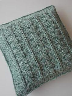 Kabelkussen (met link naar gratis patroon) / cable cushion (with link to free pattern)