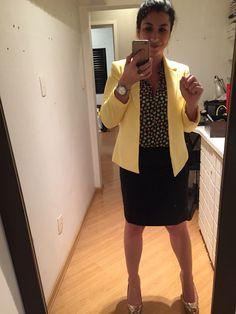 COMPREI: o blazer amarelo (Gregory Off Price) e a camisa (C&A). A saia é fruto da reforma na costureira e agora está no meu tamanho. Eu me senti muito bem nesse visu.