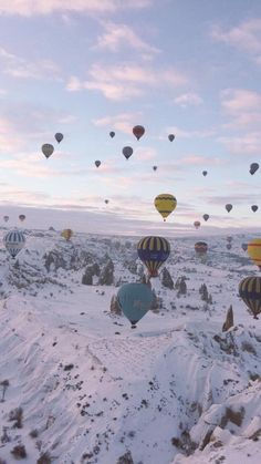 Travel Goals, Hot Air Balloon, Pretty Little Liars, Beautiful World, Aesthetic Wallpapers, Balloons, Photoshop, Salon Ideas, Sherlock