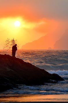 piccolo uomo osserva è la terra ,è per te l'energia del mare ti avvolge il sole illumina la tua strada non sentirti solo non sentirti inutile il cielo ti ha donato tutto questo è per te Lisu.