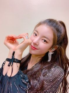 Find images and videos about kpop, itzy and lia on We Heart It - the app to get lost in what you love. Kpop Girl Groups, Korean Girl Groups, Kpop Girls, Programa Musical, Keep Your Chin Up, Fandom, New Girl, K Idols, South Korean Girls