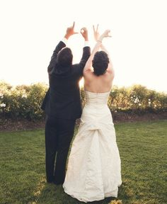 amazing wedding picture idea! (and/or wedding invitation/engagement announcement!)