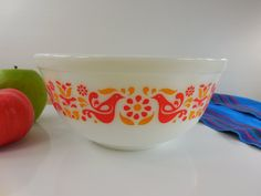 Pyrex Glass Mixing Bowl - Friendship Pattern - 403 2-1/2 Quart Vintage Ovenware