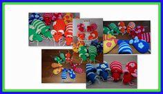 """De familie Muizepluis zijn rekenmuizen en worden vaak op scholen gebruikt. Ze staan ook in het boek """"Spelend rekenen met peuters en kleuters"""". Doelen: vergelijken, groeperen, synchroon tellen, getalbegrip · Tellen tot 10 · Maken van paren (5x dezelfde kleur) · Sorteren (streepjes en bloemetjes) · Rangorde aanbrengen (aantal bloemetjes opvolgend, of lengte van staarten) · Meten van lengte (verschillende lengte van staarten)."""