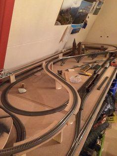 En het rijdt ook nog, bovenkant analoog de onderzijde digitaal Model Trains Ho Scale, N Scale Train Layout, Ho Train Layouts, N Scale Model Trains, Ho Train Track, Escala Ho, Model Railway Track Plans, Train Platform, Train Room