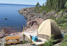 Camp here (Quebec) and watch whales from your tent. Camping Rustique, Alaska, Camping Sauvage, Voyager Loin, Destinations, Excursion, Whale Watching, Parcs, Plein Air