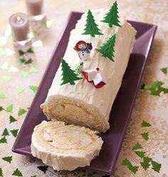 buche_de_noel_poire_et_caramel_au_beurre_sale. Xmas Food, Christmas Desserts, Christmas Baking, Christmas Recipes, No Bake Desserts, Delicious Desserts, Dessert Recipes, Jelly Roll Cake, Glaze For Cake