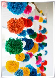 Collection of colourful & creative pom pom crafts for adding a touch of whimsy to your home, kid's bedrooms, or party - yarn and tissue paper pom pom ideas Diy And Crafts, Crafts For Kids, Arts And Crafts, Ecole Design, Serpentina, Origami Ball, Pom Pom Crafts, Pom Pom Garland, Diy Projects To Try