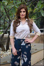 Zareen Khan New Photos Bollywood Fashion, Bollywood Actress, Zarine Khan Hot, Beautiful Dresses, Beautiful Shoes, Hollywood Actor, New Trends, Indian Beauty, Dream Wardrobes