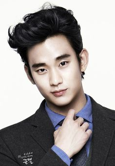 Kim Soo Hyun is one of my favorite korean actors. One minute he can laugh, and then the next he is crying his eyes out!