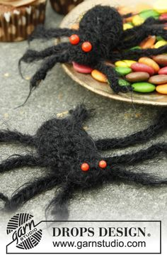 Drops 0-967, Halloween: Crochet spider in Symphony or Alpaca Boucle