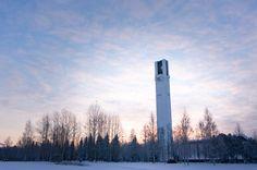 Efter timmar farandes över stelfrusna åkrar och sjöar, är vi äntligen framme i Seinäjoki. En finsk liten ort i Södra Österbotten. Och jag måste erkänna: uppvuxen i en motsvarande, tillåt mig kalla det håla, var mina förväntningar på denna ort knappast av det trendiga slaget. Men så återigen: det är Finland. Där händer det. Här... Read More