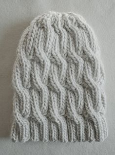 Faye's Super Soft Merino Chunky Cable Hat by the purl bee, free pattern on Ravelry. Love this chunky cable hat!
