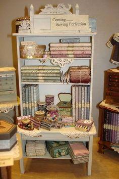 Casa de muñecas en miniatura 1:12 Accesorio Cuarto De Costura Mercería Shop caja de presentación