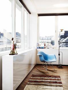 Fauteuil RAR bleu inspiré par C.Eames. Reproduction de qualité supérieure disponibles sur notre site. 16 couleurs disponibles (voir source)