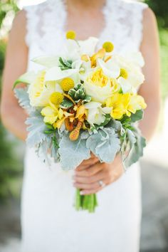 yellow bouquet http://www.weddingchicks.com/2014/02/06/thursday-club-wedding-yellow-inspiration/