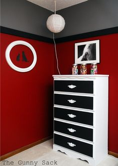 25 Ideas For Boys Bedroom Furniture Makeover Gray - bedroom furniture makeover Boys Bedroom Furniture, Bedroom Furniture Makeover, Bedroom Decor, Bedroom Ideas, Bedroom Boys, Furniture Ideas, Black Furniture, Bedroom Corner, Couple Bedroom