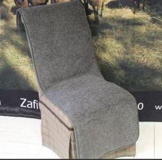 Villainen tumman harmaa istuinsuojus/päällinen. Täydelliset lahjaksi tai joulupöytään