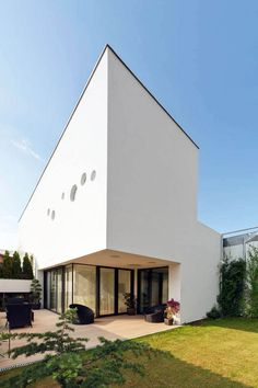 Bright Transparency Defining Lengthy And Slender Residential Lot , Located in Romania's capital – Bucharest – the Vultureni House exhibits a powerful modern architecture style that challenges owners to live up to their full potential surrounded by fascinating contemporary design lines. Romanian architecture studio , Admin ,...