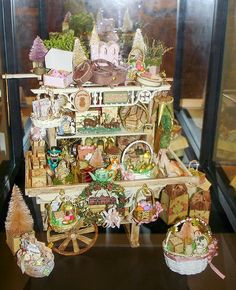 Good Sam Showcase of Miniatures: Exhibit: Holiday Cart