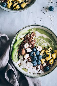 Green Smoothie Bowl, a gentle way to cleanse and restore after overindulging #vegan   TheAwesomeGreen.com