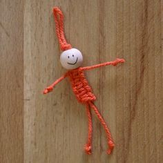 ArtMind: How to make a macramé doll? (for the Twiddle Muff/Sensory Mitt) Yarn Crafts, Diy And Crafts, Crafts For Kids, Arts And Crafts, Diy Projects To Try, Craft Projects, Fidget Quilt, Diy Accessoires, Ideias Diy