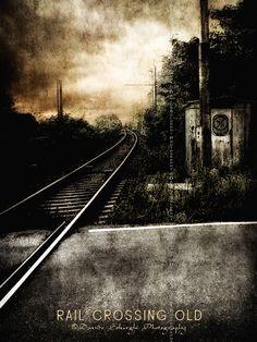 Davide Solurghi Photography | Old Railroad |  Una buona occasione per una fotografia a questo passaggio a livello in attesa del passaggio del treno, che non arrivava mai!  Follow me on: http://www.facebook.com/davidesolurghiphotography or https://sites.google.com/site/davidesolurghiphotography/
