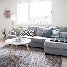 These simple living room ideas will show you the way to decorate your beloved living room in a very effective and efficient way which are so worth to copy! Simple Living Room, Eclectic Living Room, Home Living Room, Apartment Living, Interior Design Living Room, Living Room Designs, Living Room Decor, Interior Livingroom, Living Room Carpet
