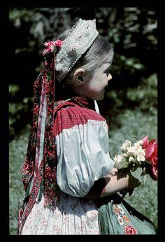 From Kalotaszeg, NHA Néprajzi Múzeum | Online Gyűjtemények - Etnológiai Archívum, Diapozitív-gyűjtemény Hungarian Dance, Hungarian Girls, Hungary History, Austro Hungarian, Folk Costume, Dance Costumes, Homeland, Life Is Beautiful, Europe
