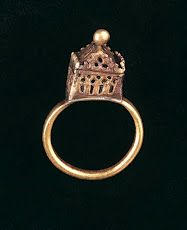 Wedding Ring, German, possibly 14th century. The Jewish Museum, London