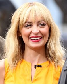 Nicole Richie strands need a deep conditioning!