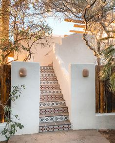 The Posada by Sara and Rich Combs The design duo behind the boho chic stay The Joshua Tree House venture out into the deserts of Arizona. Spanish Style Homes, Spanish House, Spanish Style Bathrooms, Spanish Colonial, Exterior Design, Interior And Exterior, Exterior Paint, Desert Homes, Mediterranean Homes