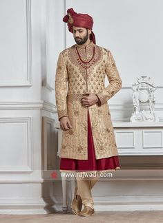 Get a desirable dynamism with this Golden,Maroon Color Silk Sherwani With Matching Anarkali Kurta With Churidar Pajama is embellished with Embroidery,Zardozi,Zari Work Indian Wedding Suits Men, Indian Groom Wear, Wedding Dress Men, Indian Ethnic Wear, Mens Sherwani, Wedding Sherwani, Indian Wedding Photography Poses, Groom Poses, Maroon Color