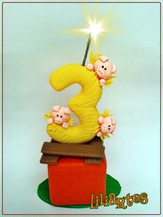 """Vela modelada em biscuit para compor os enfeites de bolo do tema """"Tres Porquinhos"""". <br> **Contém 2 pavios mágicos removíveis e base acrílica. <br>**Também faço projetos personalizados com o tema, cores e detalhes que você escolher. <br>$$ O preço varia de acordo com o tamanho e detalhes da peça. <br>Qualquer dúvida estou a disposição. <br>Lili"""