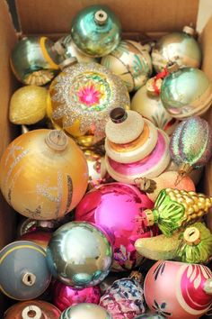 Now, wouldn't it be terrific to stumble upon a box filled with beautiful vintage Christmas ornaments at a garage or estate sale? I haven't been so lucky, this far. Antique Christmas Ornaments, Old Christmas, Christmas Scenes, Vintage Ornaments, Vintage Christmas Cards, Retro Christmas, Vintage Holiday, Christmas Tree Ornaments, Christmas Holidays