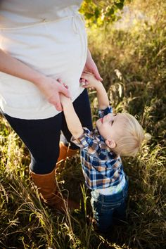 Denver maternity photographer | Colorado maternity photography | Pregnancy photos | Maternity pictures | Fall pictures | With older sibling/toddler (big brother)