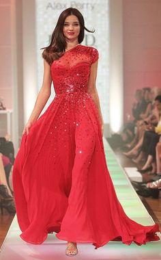 Miranda Kerr wearing David Jones on the runway… beautiful!!  Vestidos de fiesta #boda #vestidos