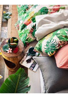 Зелени, сини, жълти и розови - гмурнете се в многообразието от цветове и красиви принтове за неповторима визия.