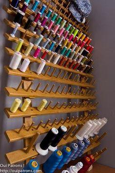 Sewing studio decor thread holder 38 ideas for 2019 Sewing Room Design, Sewing Room Decor, Sewing Spaces, Sewing Studio, Sewing Rooms, Thread Storage, Sewing Room Storage, Sewing Room Organization, Organization Ideas