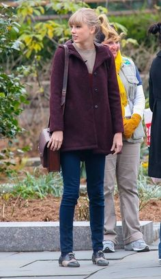 Taylor Swift Wool Coat - Here's a cute and practical way to stay warm for a winter outing!