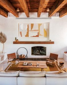 my scandinavian home: An Incredible Hide-away In The Saguaro National Park - Aufenthaltsraum Living Room Decor, Living Spaces, Living Rooms, Concrete Basin, Earthy Home Decor, Fireclay Tile, Scandinavian Home, Wooden Tables, Beautiful Space