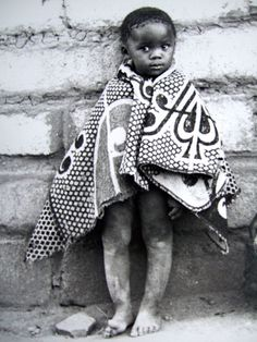 Boy with heirloom blanket in the Tribal Basotho tradition. Kids Wraps, African Babies, African Textiles, Out Of Africa, My Black Is Beautiful, Beautiful People, Travel Planner, My Heritage, African Fashion